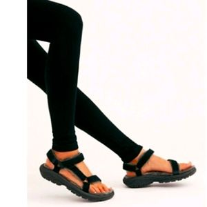 Teva Sandals Hurricane Shearling